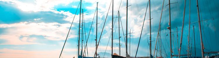 Brug sommeren på sejlads i Sydfrankrig