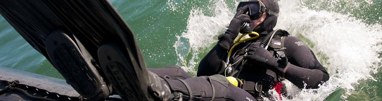 Få styr på sikkerheden, når du dykker fra en båd