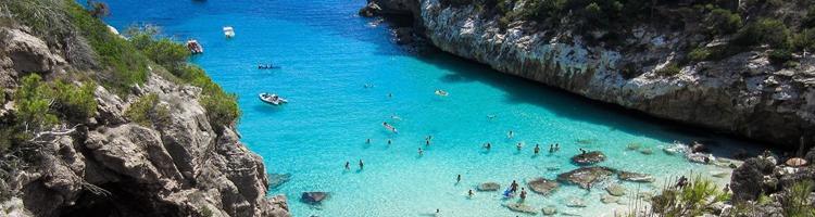 Tag på ferie ved havet i Spanien