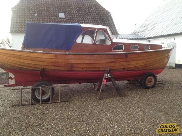 hej alle,jeg har denne gamle træbåd,er der nogle der ved om hvilke type eller navn på sådan en.