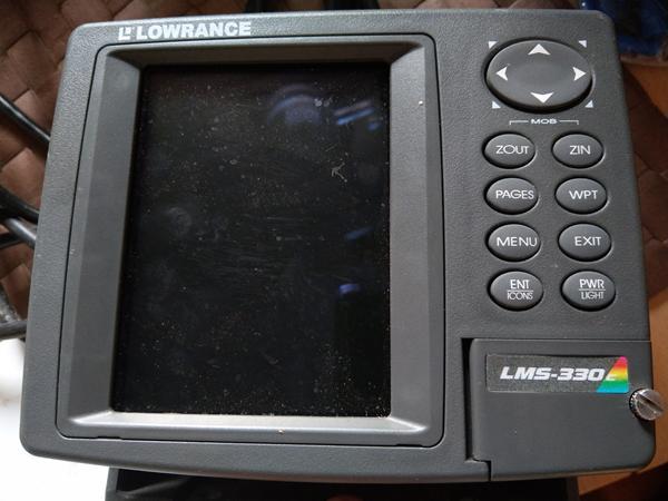 Lowrance LMS 330C mangle display lys