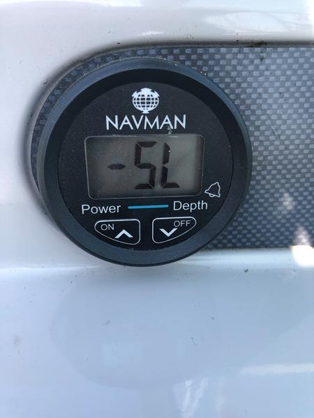 Indstilling af NAVMAN dybdemåler i Chase 700