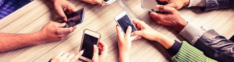 Vi lever i en smartphonekultur, hvor telefonen styrer