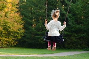 Find en praktisk og god forårsjakke til børn