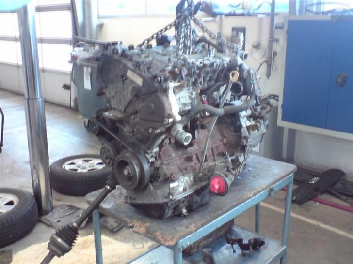 """Tilstoppet oliesi - Så er den """"nye"""" motor på bordet med gearkasse monteret. billede 18"""