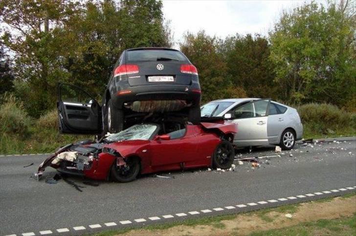 Bilulykke I Dk Touareg Vs Prius Vs Tesla Diverse Bil