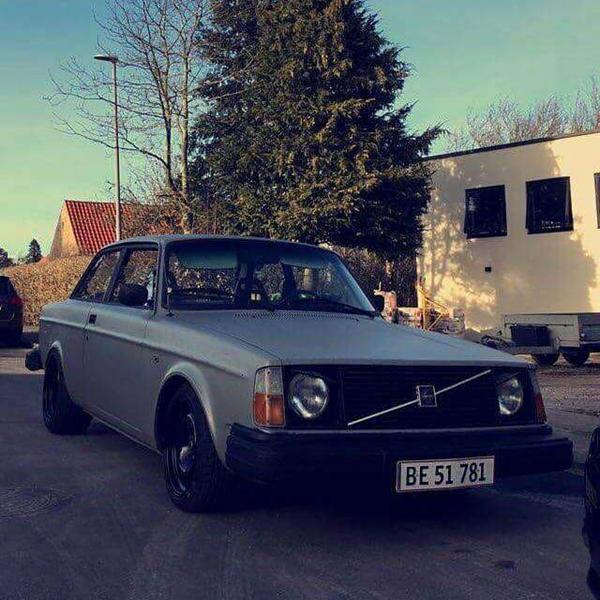 Slibning og lakering af Volvo 242