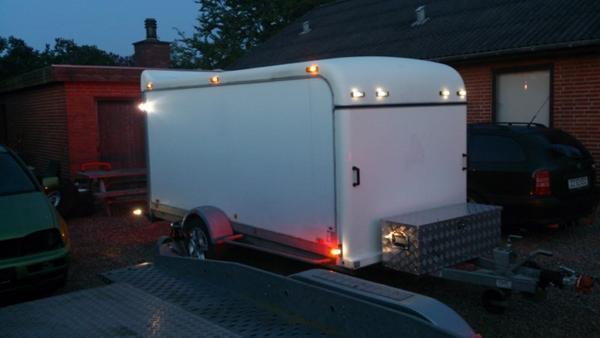 Lige ud Lys på trailer - Skrevet af Bims AI11