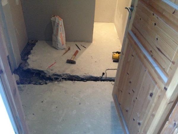Opbakning af toiletgulv -Gadstrup