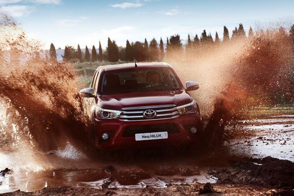 News:Toyota Hilux EU, Passat Facelift