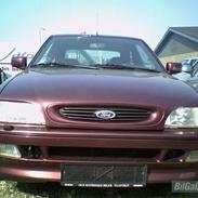 Ford Escort 1,8i Sport *SOLGT*
