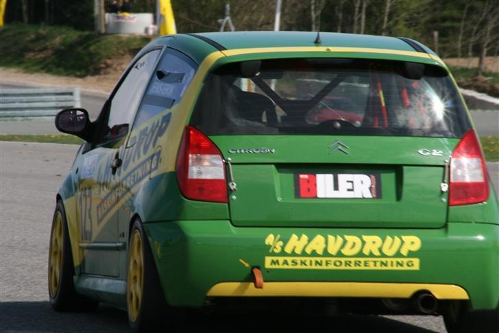 Citroën C2 VTS - På vej ned af mål langsiden på Ring Djursland   28/4 2007 billede 3