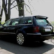 VW -- PASSAT 185 HK --