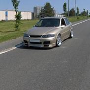 Opel Vectra b 2,016v -