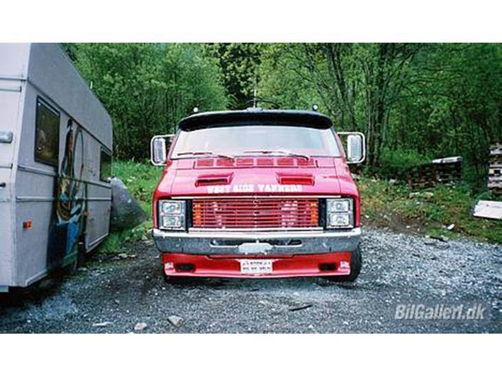 75569 Dodge_tradesman_b300_maxi_vanon 1977 Dodge Maxi Van