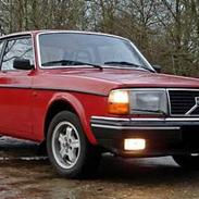 Volvo 242  ( SOLGT )