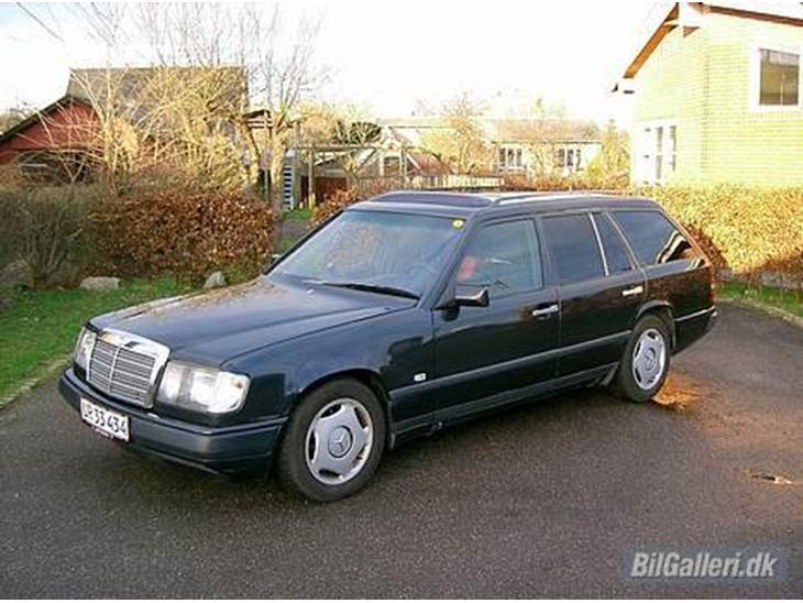 mercedes benz 250 td aut w124 solgt 1987 k mpe bagagerum og 2 ind. Black Bedroom Furniture Sets. Home Design Ideas