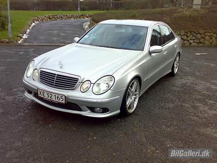 Mercedes benz e w211 2003 for Mercedes benz text