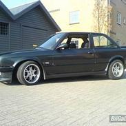BMW E30 320i/325i