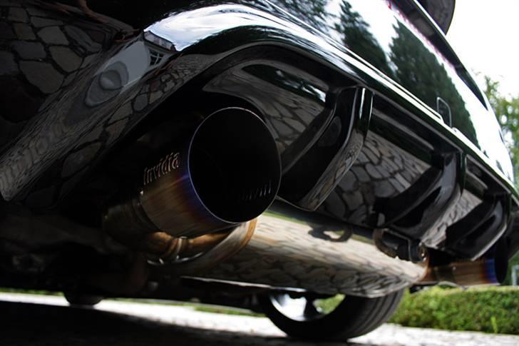 Nissan 350Z - Black Thunder - Foto af S.Lykke: 2 x 110mm afgangsrør i højglanspoleret massiv titanium.  billede 16