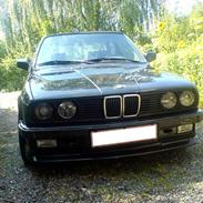 BMW 320i S Edition *SOLGT*