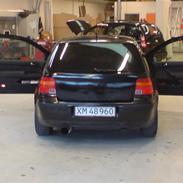 VW Golf 4 solgt.