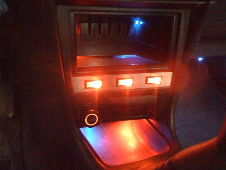 Toyota Corolla GSi - Hjemmelavet lysstyringsenhed.. billede 11