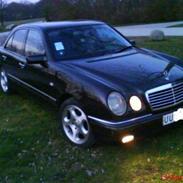 Mercedes Benz E300 (SOLGT)