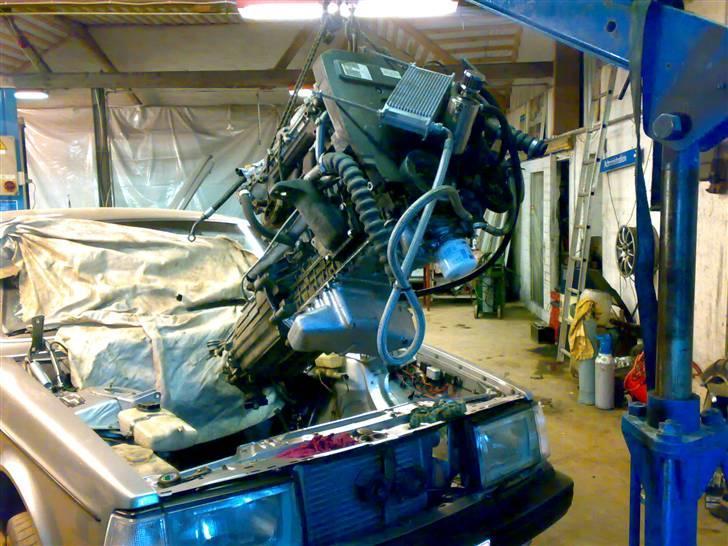 Volvo 252 R  - Den ny motor på vej i!!!  5 ben og turbo lækker... billede 7
