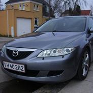 Mazda sedan 4 dørs.