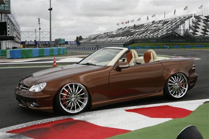 """Mercedes Benz SLK """"Custom""""  - På Formel 1 banen Magny-Cours billede 1"""