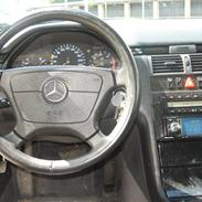 Mercedes Benz E 220 CDI AVANTGARDE