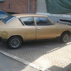 Datsun 120A F II guld bilen