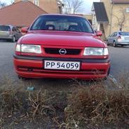 Opel Vectra 1,8i GL (Myrdet)
