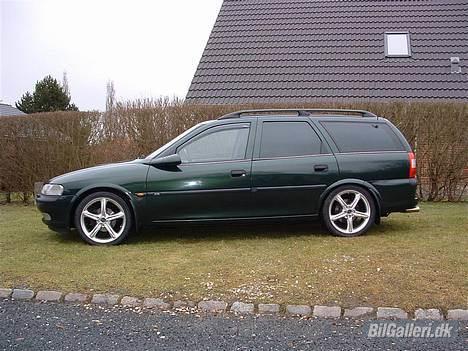 """Opel Vectra B Wagon **Solgt** - Så kom den lige ud som fotomodel med de nye 17"""" hjul på. billede 2"""