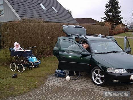 """Opel Vectra B Wagon **Solgt** - Ja Fruen bliver også lidt lun på den med 17"""" ruller på, så da jeg havde vasket den mente hun at den skulle ordnes indvendig !! Så det gjorde vi så også lige.. billede 4"""