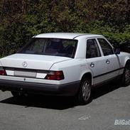 Mercedes Benz W124 200D