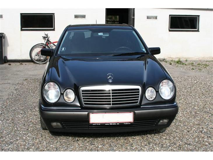 Mercedes benz e 300 210 2000 flot og velholdt mercedes for Mercedes benz text