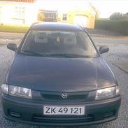 Mazda 323 i