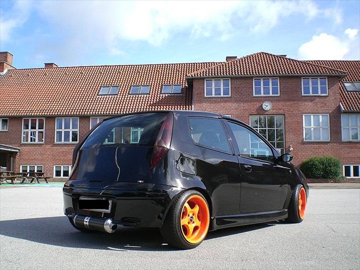 Fiat Fiat Punto Sporting , 1999 der er ofret omkring 70.000kr...