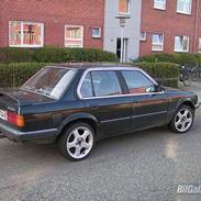 BMW 320i 4-dørs (SOLGT)