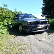 BMW e30 320i