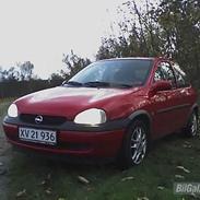 Opel corsa b (totaltskadet)