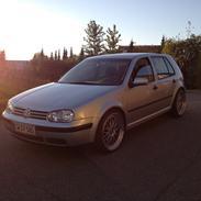 VW golf 4 2.0 solgt