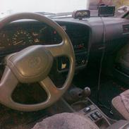 Toyota HILUX.  4x4 . 100% spær