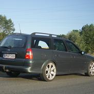 Opel Vectra 1.8 16V Sport