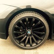 "BMW Solgt E90 330i 18"" Black"