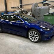 Tesla Model 3 Long Range AWD Performance