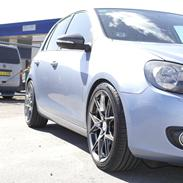 VW  GOLF 1,6 AUT.