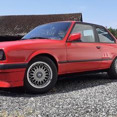 BMW E30 318iS